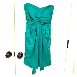 Green strapless dress WITH POCKETS